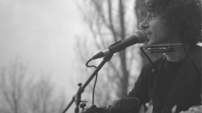 Acoustic session in the wood